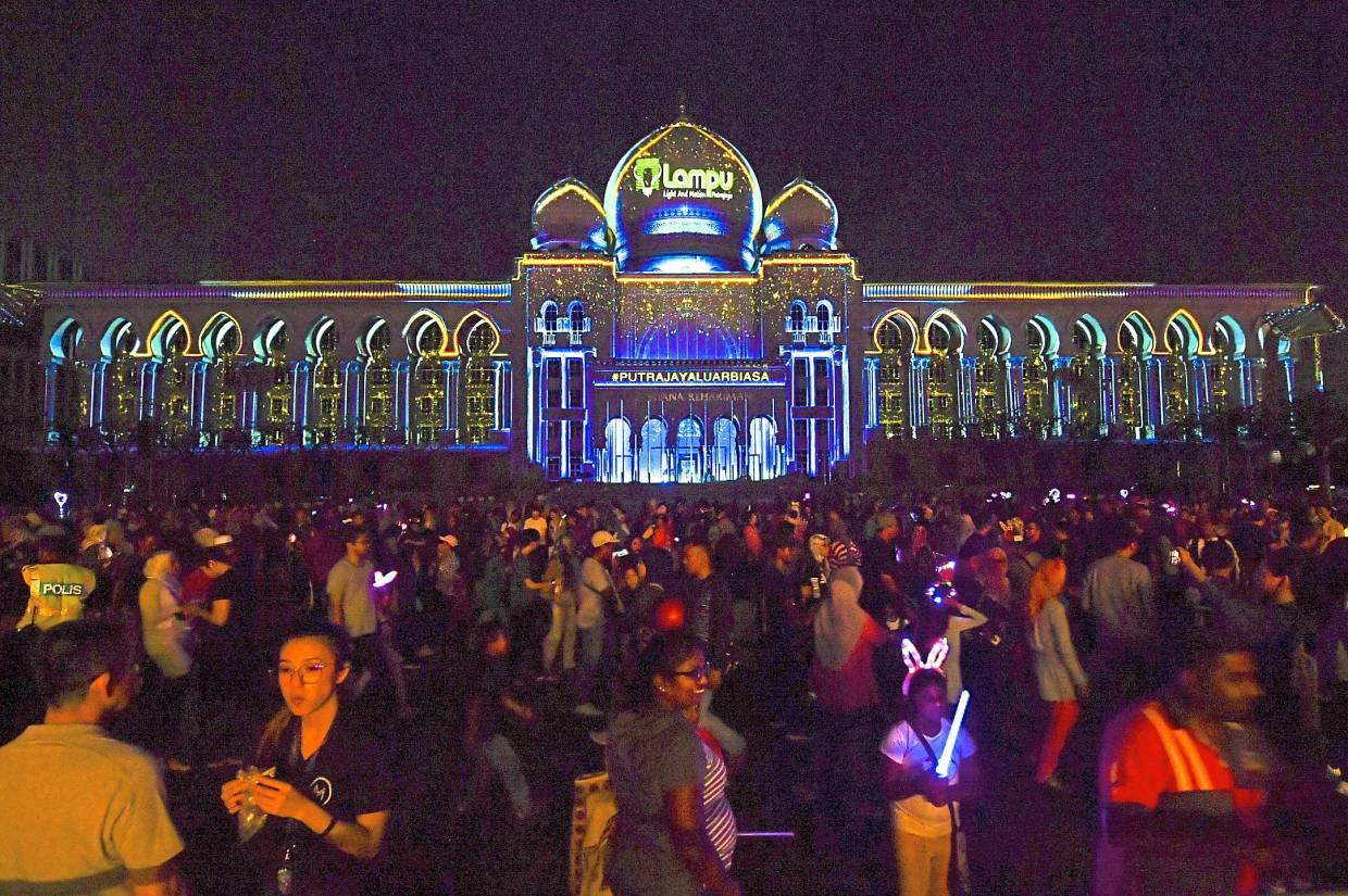 The light show or grand projection mapping against the Palace of Justice in Dataran Putrajaya will feature stories on the country's growth before and after independence. — Bernama