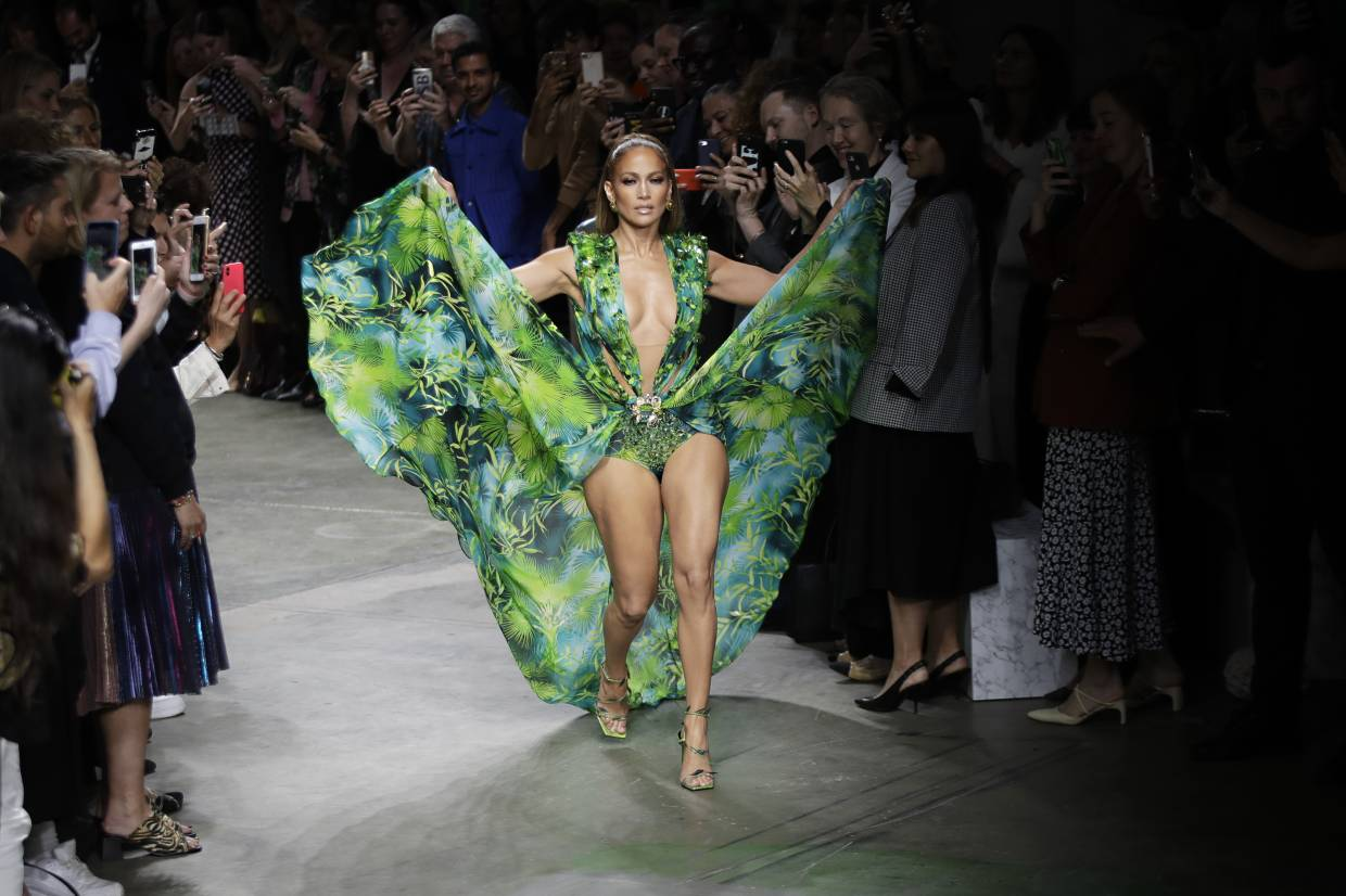 Jennifer Lopez wears a creation as part of the Versace Spring-Summer 2020 collection, unveiled during the fashion week, in Milan, Italy, on Sept. 20, 2019. Photo: AP