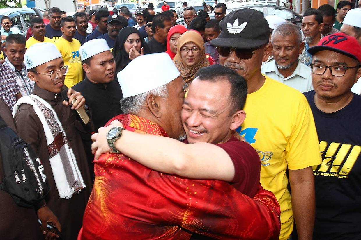 All is good: Maszlee hugging a supporter during a programme held at his service centre in Simpang Renggam, Johor.