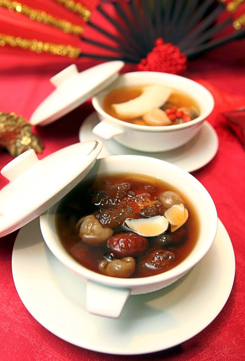 Chilled Luo Han Guo with Lily Bulbs and Peach Gum (bottom) for dessert and Double-Boiled Fish Maw Soup with Matsutake Mushroom and Dried Scallop to warm up the tummy.