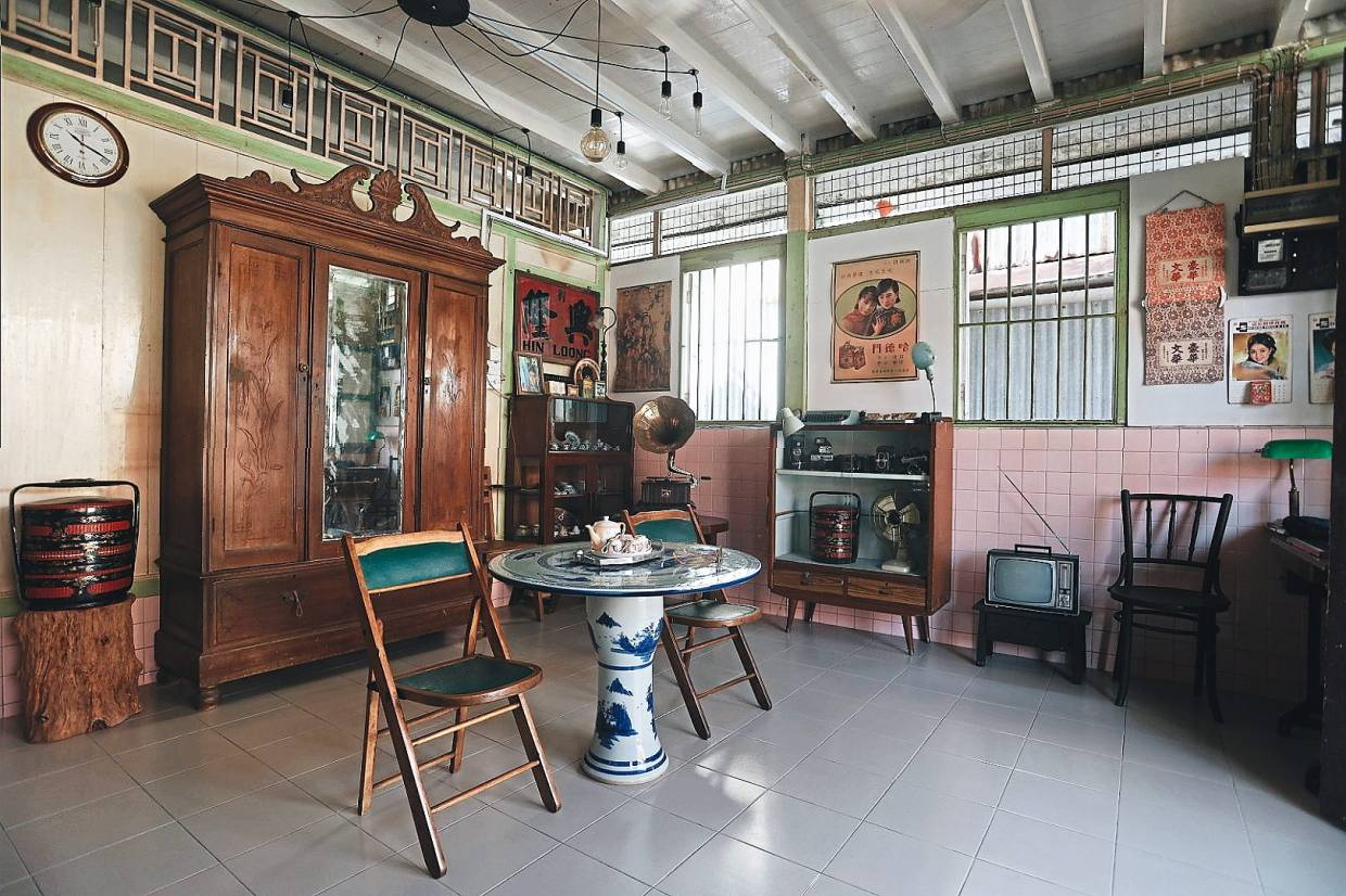 For guests to have a more immersive cultural experience in tea brewing, Teh decorated the interior of the age-old teahouse with many antique collectibles. Photos: Wilson Teh Wei Lin