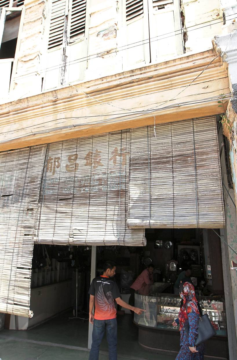 An old pre-war shophouse in Jalan Station 1.