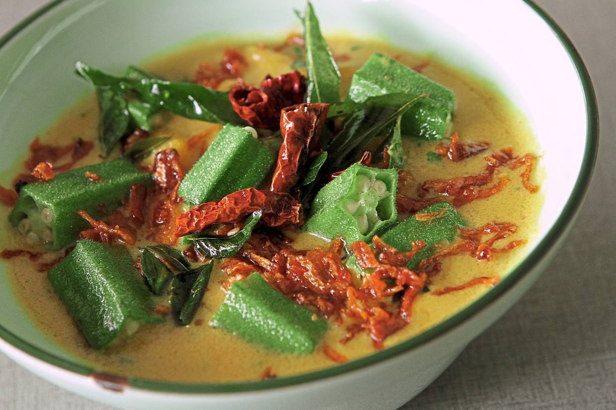 Fresh, slightly crunchy okra and sweet mango swim in creamy coconut milk waters in this okra and mango curry.