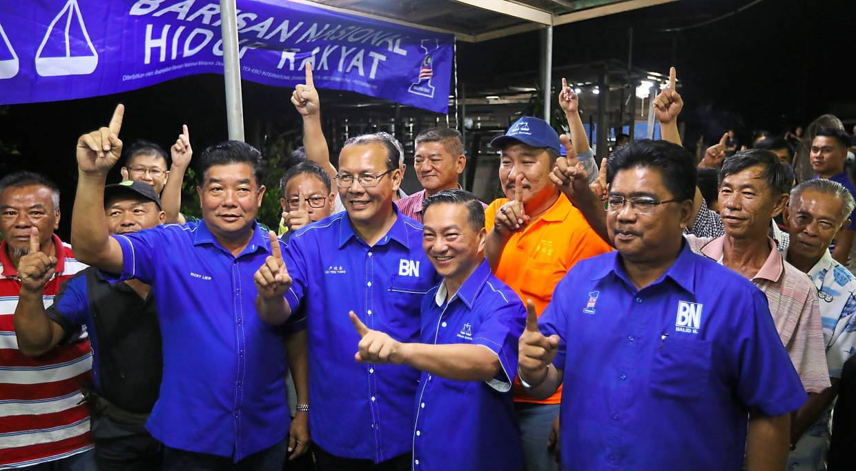 All in: Wee (foreground, second from right) on the campaign trail for Barisan to shore up Chinese votes. — ZULAZHAR SHEBLEE/The Star