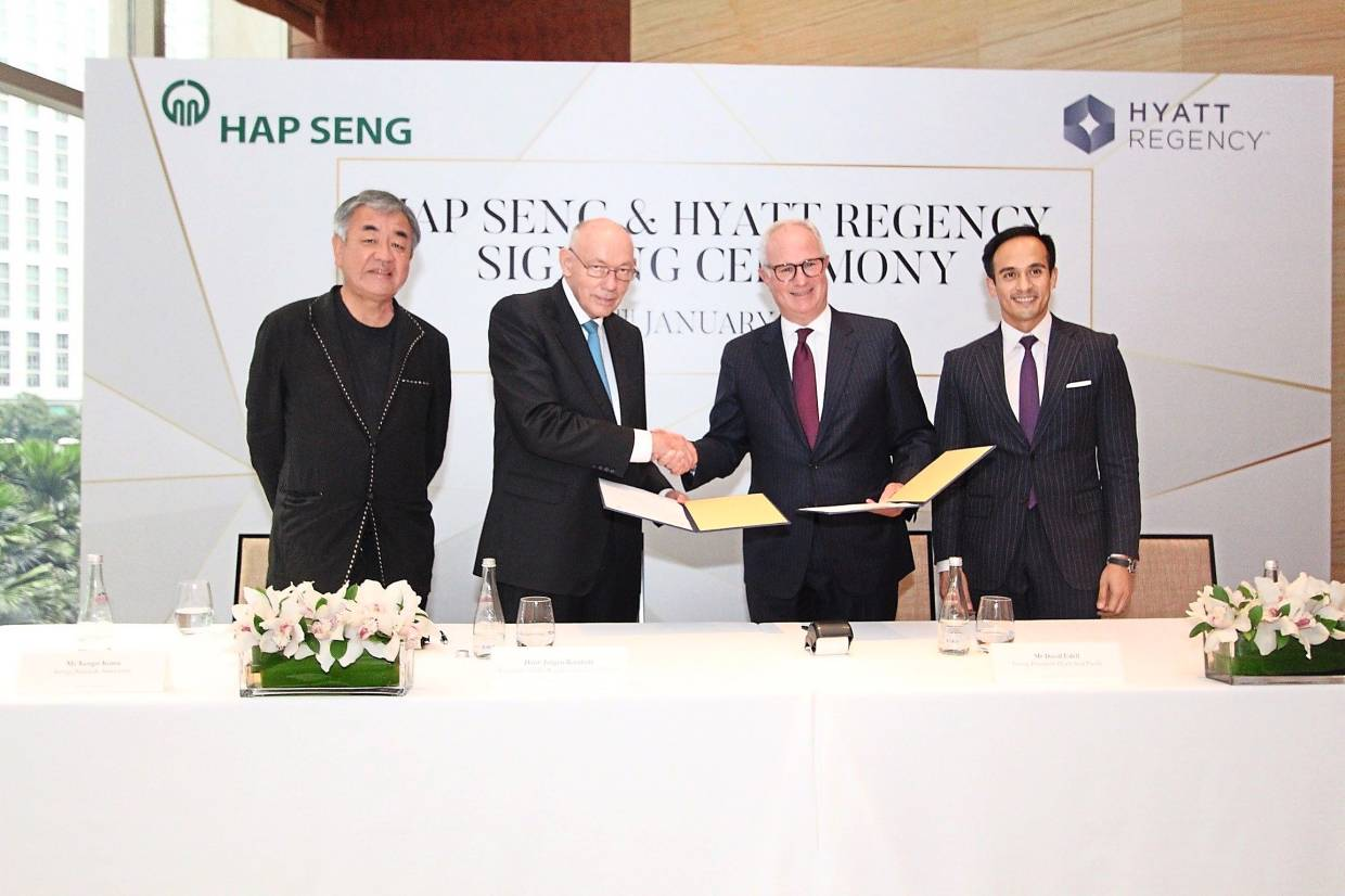 Marking a new milestone achievement, the signing ceremony on behalf of Hap Seng Consolidated Bhd and Hyatt Hotel Management Limited took place in Grand Hyatt Kuala Lumpur with signing parties (2nd from the left) Dato' Jorgen Bornhoft, Chairman of Hap Seng Consolidated and (2nd from right) David Udell, President of Hyatt Asia Pacific; witnessed by (far left) Kengo Kuma of Kengo Kuma & Associates and (far right) SM Faliq SM Nasimuddin, Deputy Executive Chairman and Group Managing Director of Naza TTDI.