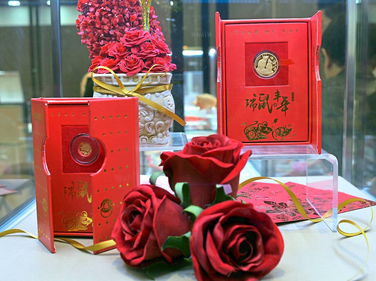 The specially crafted 'Ya Sui Jin' gold coins by Tomei.  — Photos:  P. NATHAN/The Star