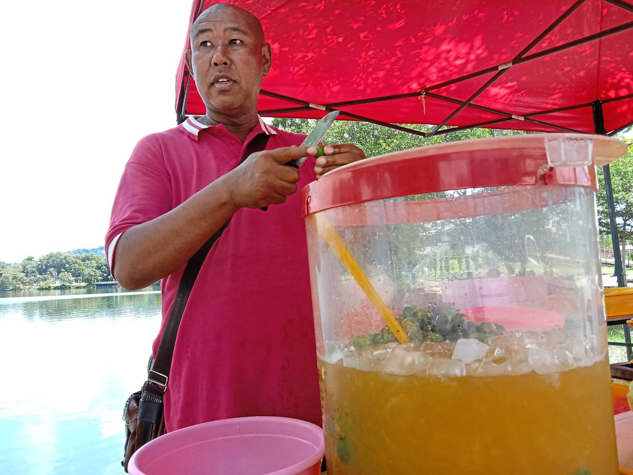 Drink seller Sahudi Awang is willing to pay rental for a hawker stall at Tasik Biru if MPS decides to allocate a site for traders.