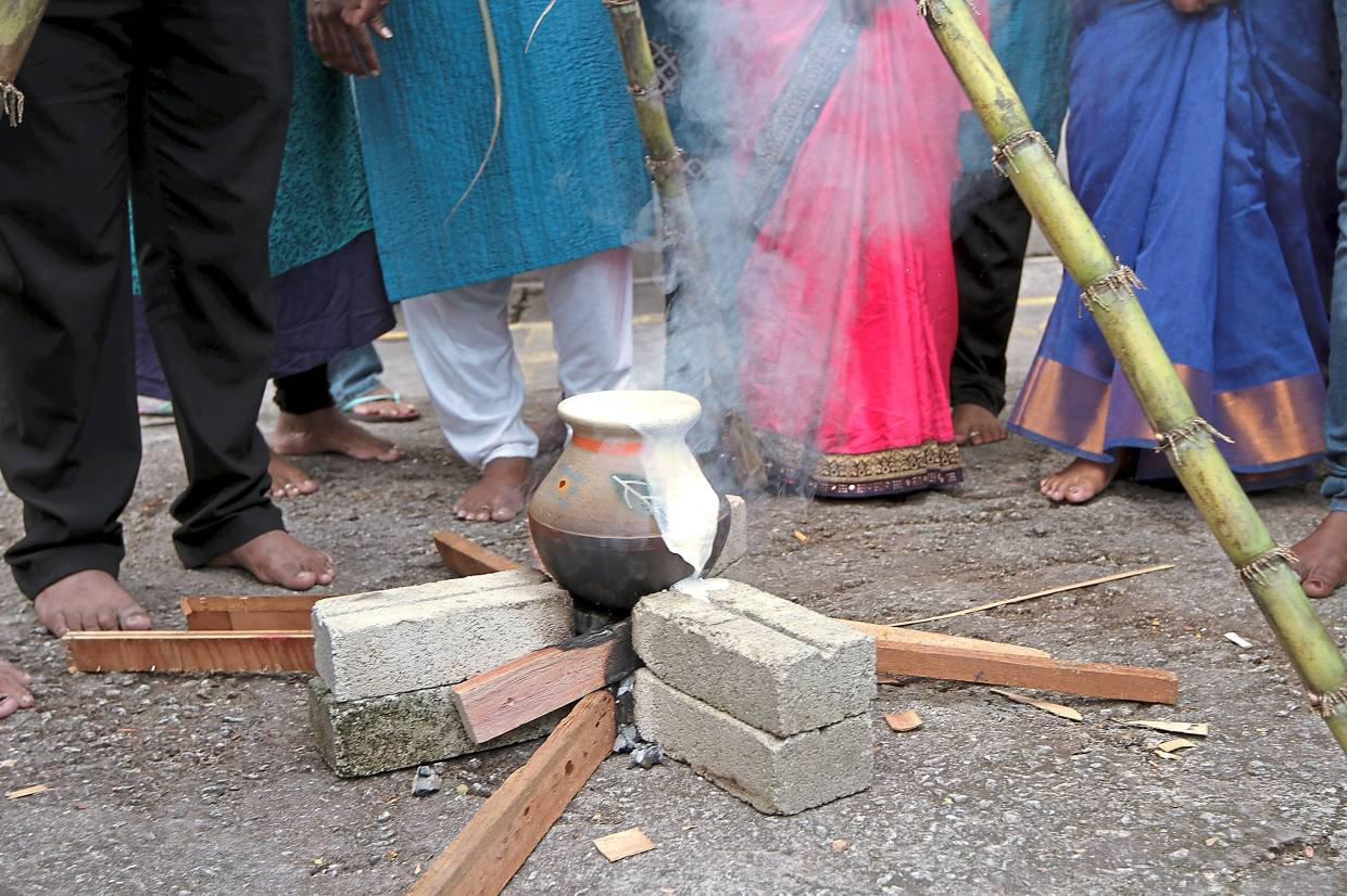 The amount of milk that overflows from the pot during Ponggal is said to indicate the good fortune the family will receive for the year.