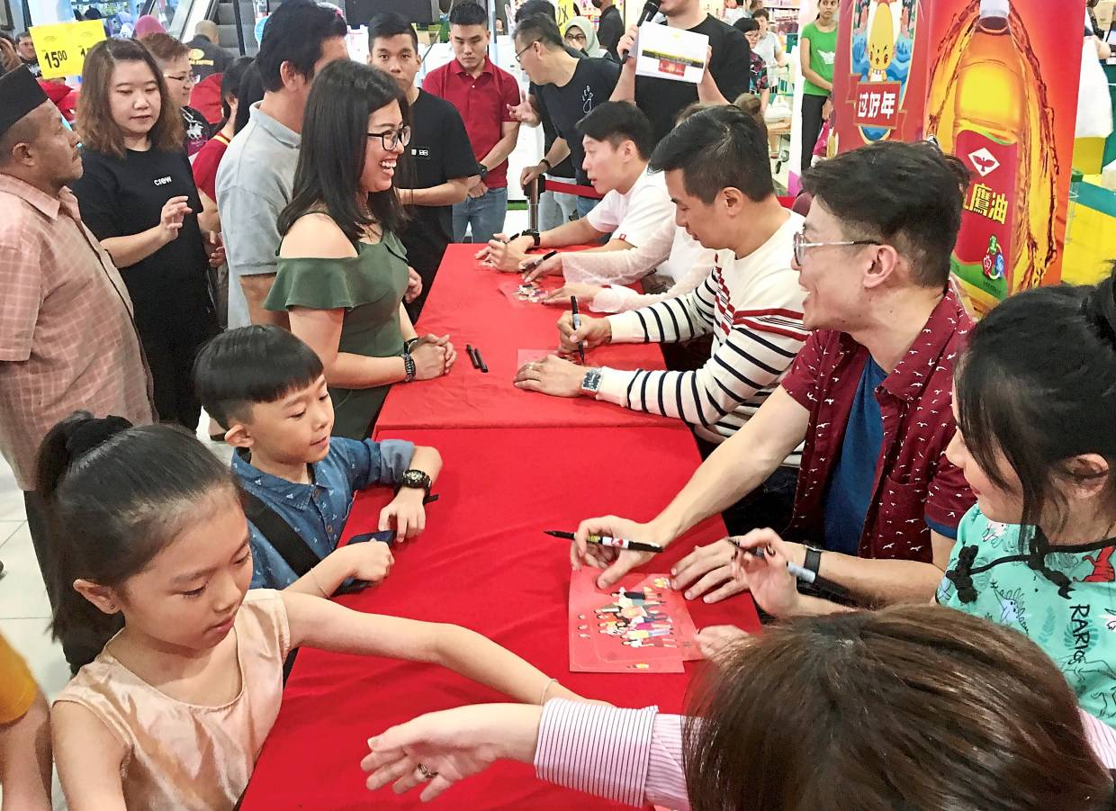 Fans who bought the new album  taking the opportunity to get the 988 radio deejays' autographs.
