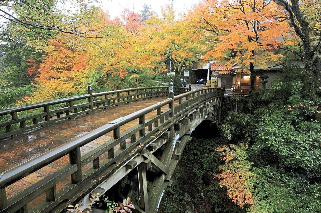 Be sure to cross the Korogi Bridge, one of the three bridges that cross the gorge, as it offers a breathtaking view of Kakusenkei. — Kaga City Office