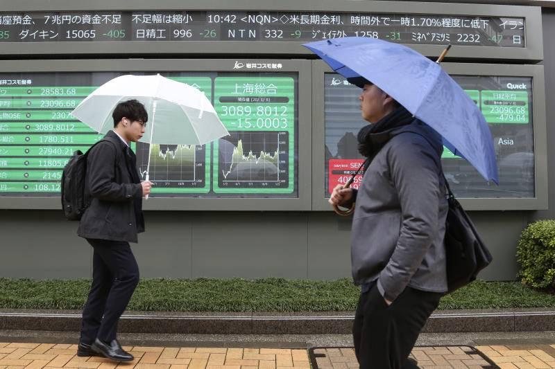 Hong Kong leads Asia stocks down as virus spooks markets