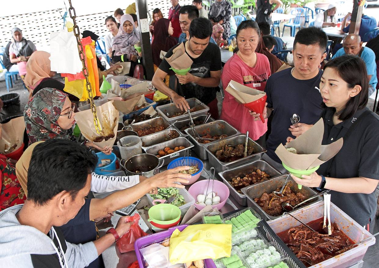 Customers can be seen lining up even before the stall in Sri Petaling opens at 8am.