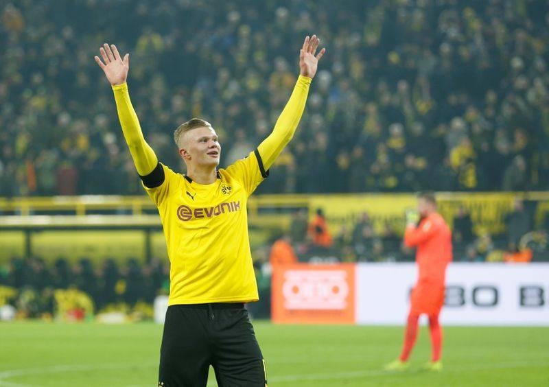Dortmund stay third despite Augsburg draw