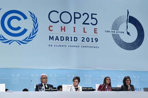 Chile's Minister of Environment and COP25 president Carolina Schmidt (2R) and UN Climate Change Executive Secretary Patricia Espinosa (2L) attend the closing plenary session of the UN Climate Change Conference COP25 at the 'IFEMA - Feria de Madrid' exhibition centre, in Madrid, on December 15, 2019. - A UN climate summit in Madrid stumbled towards the finish line after marathon talks between countries exposed deeper divides than ever over how to enact humanity's plan to avert global warming disaster. - AFP pic