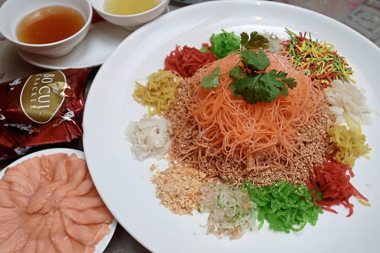 Platinum Smoked Salmon Fish Yee Sang.