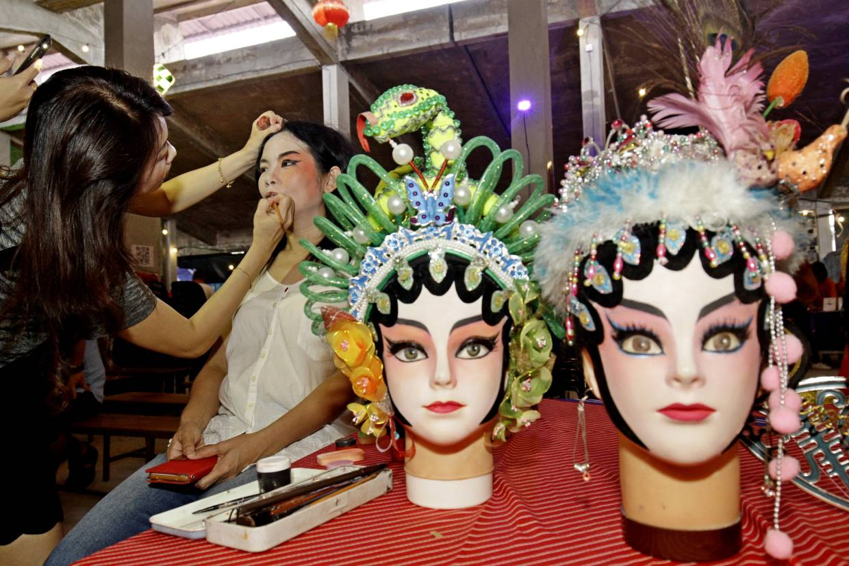 A Chinese opera make-up artist at work during the Jom Pi Pasar BM festival. Photo: Filepic