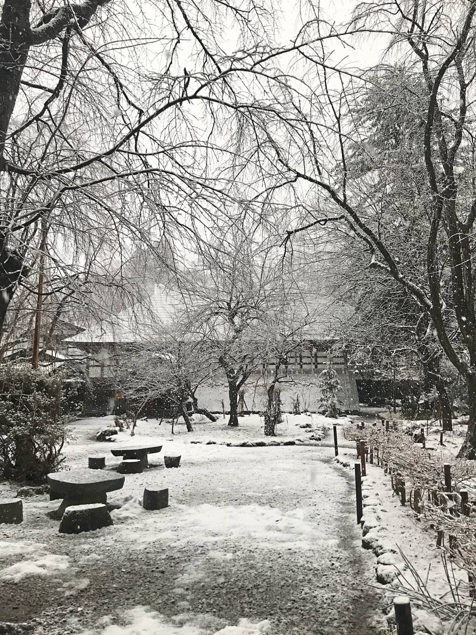 Snow started falling and blanketed the garden at the Samurai mansion in Kakunidate, an old Samurai district in Tohoku.