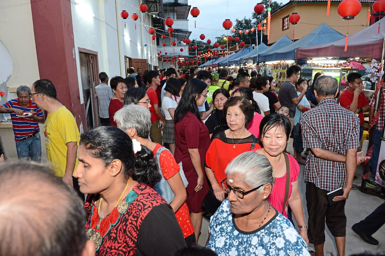 Part of the crowd who turned up at the Negri Sembilan MCA Chinese New Year open house.