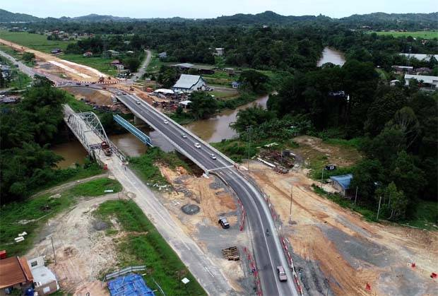 Samling is alleging that Ekovest and its subsidiary was negligent in its representation and assurances with regards to the technical advice and support and profit margin for the project. (File pic shows a part of the highway.)