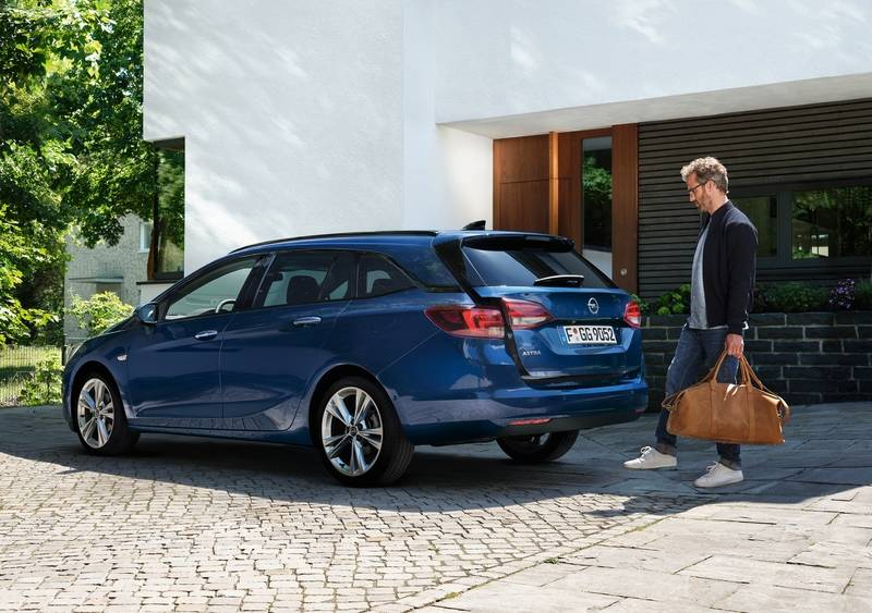 Something new from time to time: If you only want to drive a station wagon for a while, a car subscription can provide the variety. — Opel/finn.auto/dpa