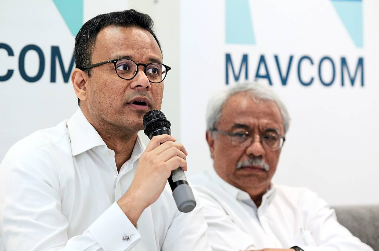 Mavcom chief Operating Officer Azmir Zain (left) briefing the media on recommendations to the industry & impact of US FAA downgrade. With him is executive chairman  Dr Nungsari Ahmad Radhi.