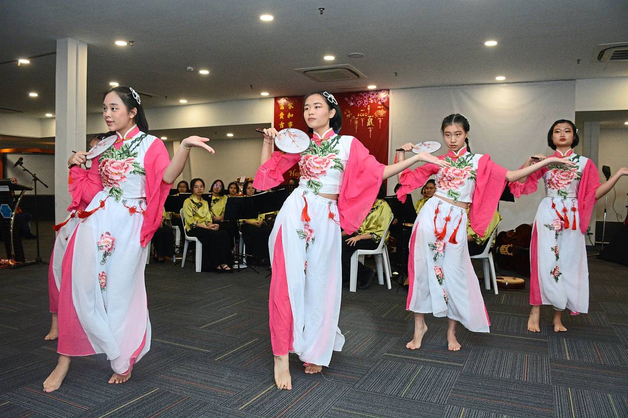 Students of Penang Chinese Girls' High School delighting everyone with their traditional dance number.