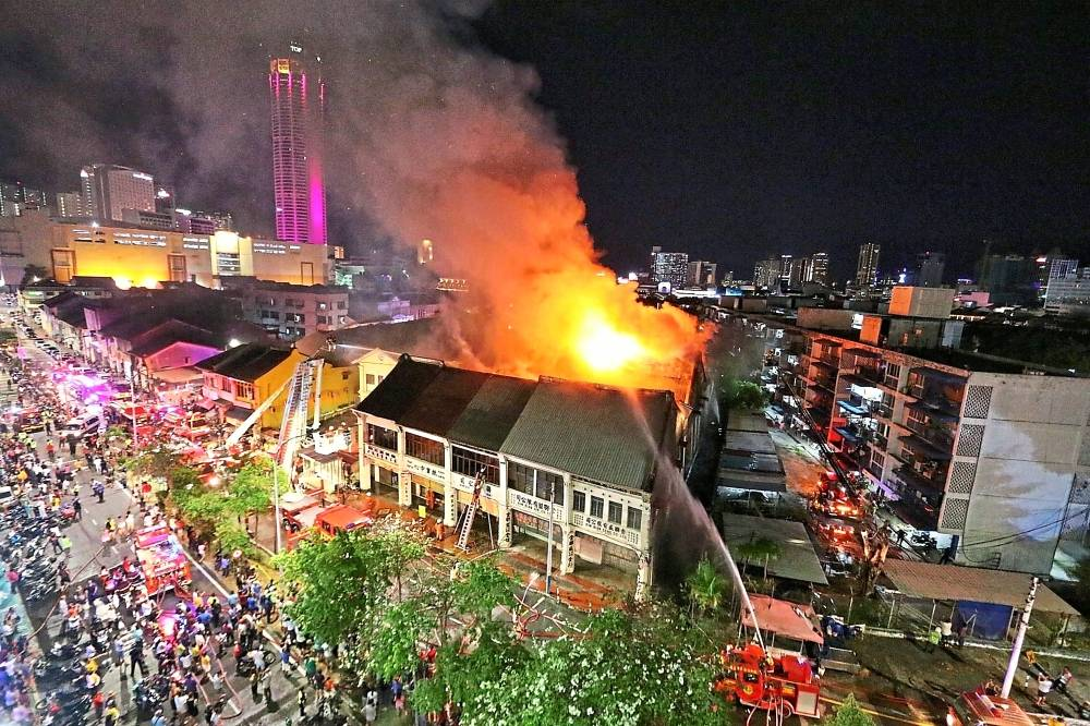 Fire at Lebuh Carnarvon where two shoplots almost destroyed.
