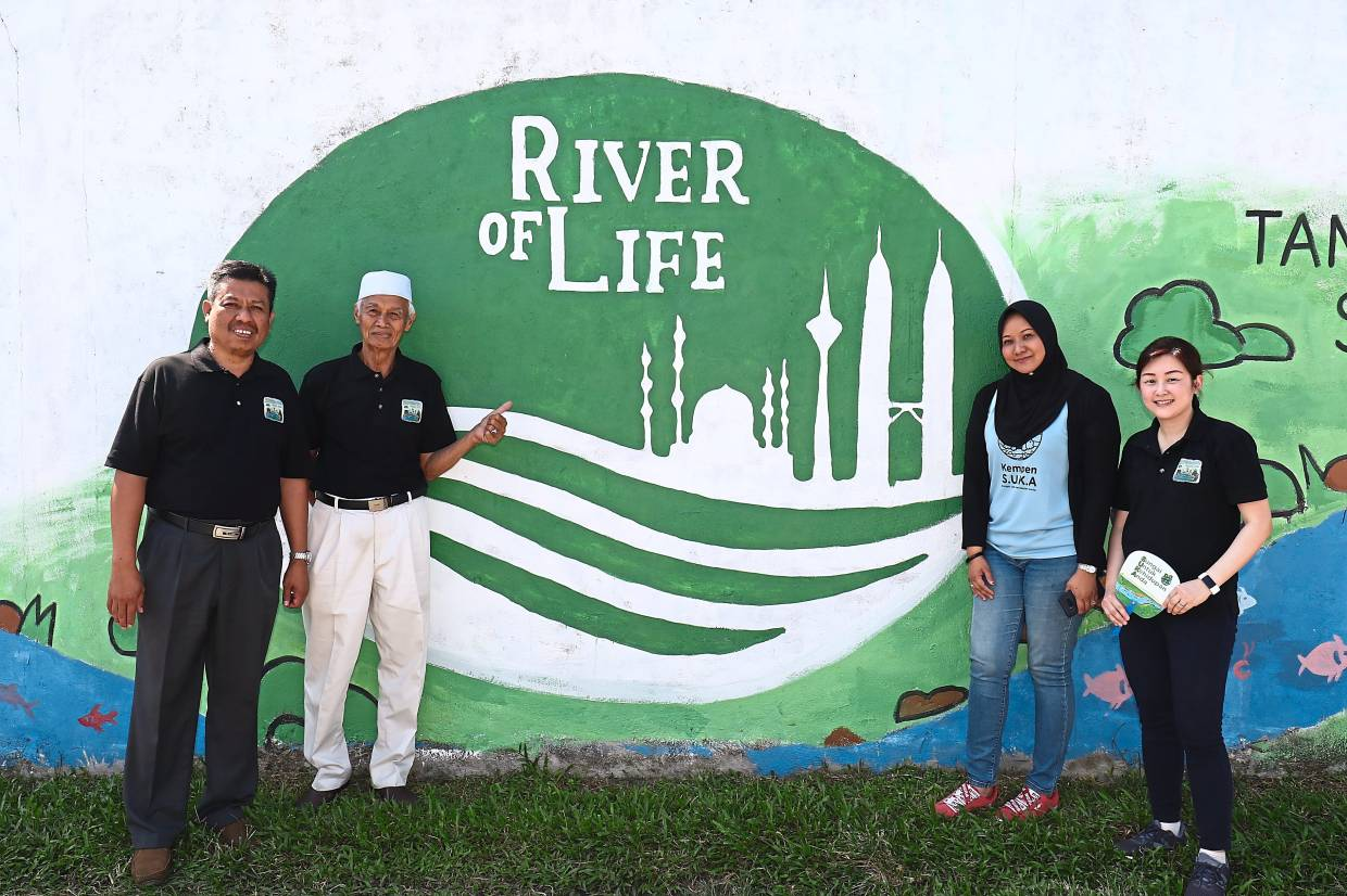 (from left) Mahat, Ramly, Hanna and Chong. Friends of Sungai Batu is a community initiative by local residents to clean up, beautify and preserve the river and is part of the River of Life Public Outreach Programme (Rolpop).