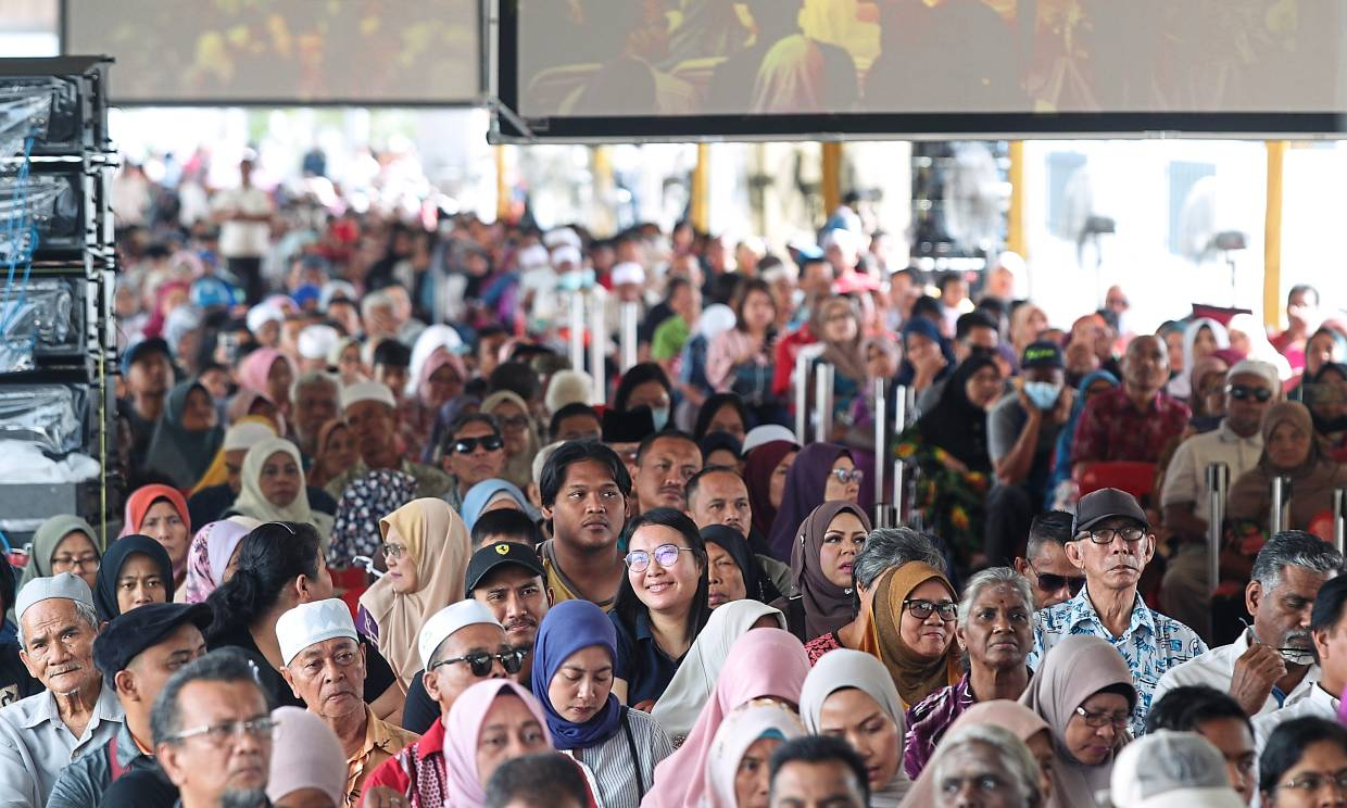 More than 1,500 attended the launch and key handover ceremony at Laman Haris.