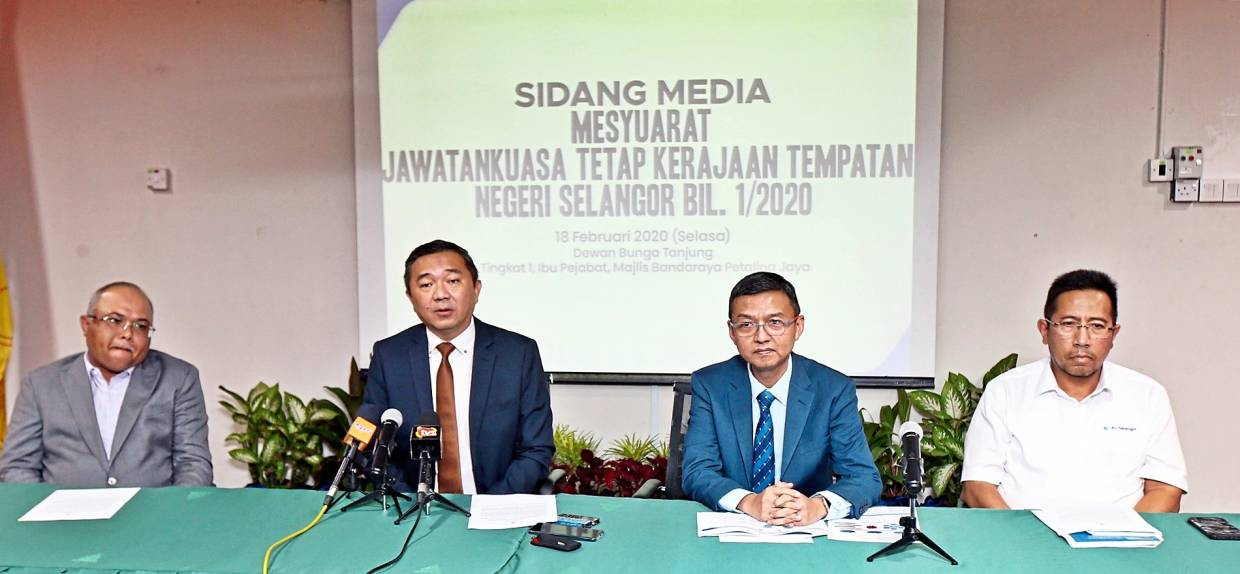 Ng (second from left), together with Mohd Sayuthi (left), Suhaimi (third from left) during the press conference held at the MBPJ headquarters in Petaling Jaya yesterday.