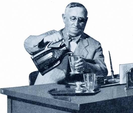 The Thermos story began at the turn of the 20th century with an invention of the vacuum flask