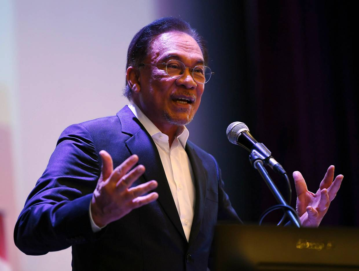 Anwar: Don't pressure Dr Mahathir and me over power transition