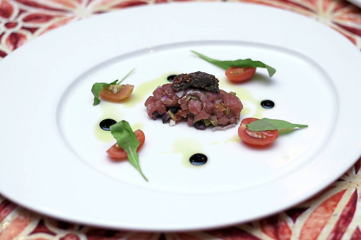 Tartare Di Tonno setting the stage for a four-course dinner.