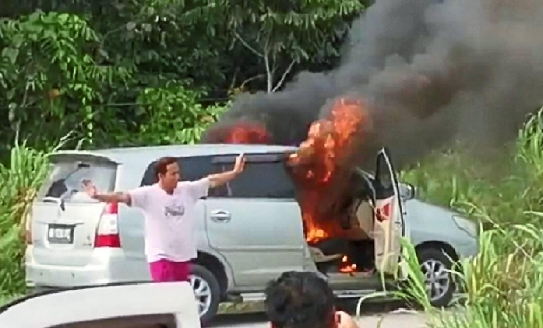 Man sets car ablaze after boss fires him from job
