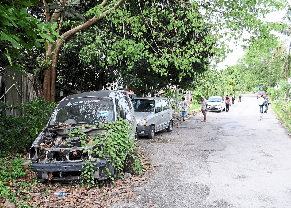 Overgrown shrubs and abandoned cars have made the road to the Kepong Sentral Komuter station narrower.