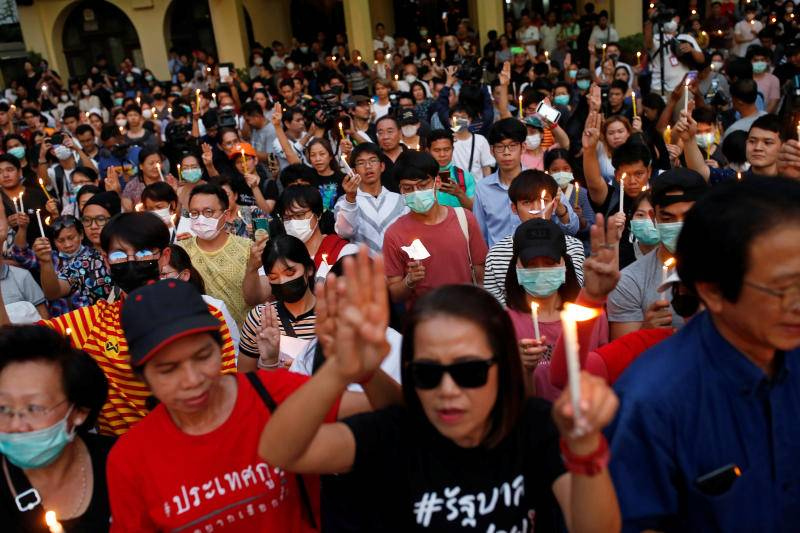 Hundreds join protest against ban of opposition party in Thailand