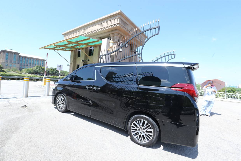 Datuk Seri Azmin Ali arrives at PMO.