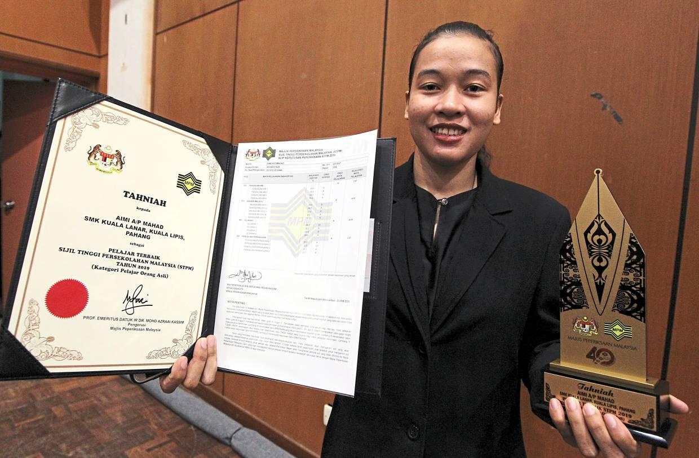 Tribal success: Aimi, a student in SMK Kuala Lanar, Kuala Lipis, Pahang. was awarded the best student STPM 2019 award under the Orang Asli category.
