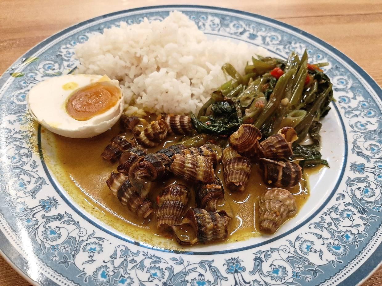 The siput sedut masak lemak cili api at Restoran Raso Omak Den is spicy and appetising.