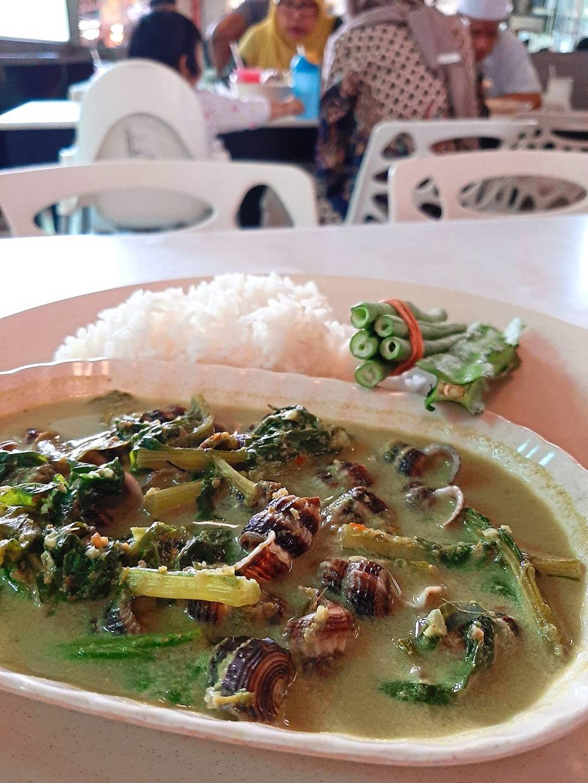 The siput sedut masak lemak cili api at Sambal Hijau Restaurant.