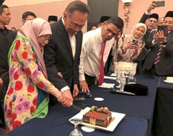 Anwar expresses his love for Dr Wan Azizah on their 40th anniversary