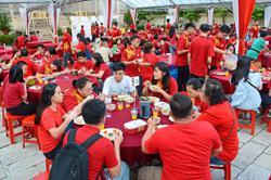 Solidarity feast for Miao Hui volunteers and helpers