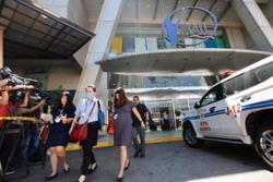 Gunman holds dozens hostage at Manila mall, one shot