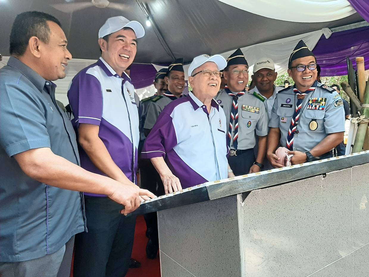 Abdul Rahman (centre), Zulkafli (far right) and Soon (second left) looking at the stone tablet erected for the TYT's visit to the proposed campsite at the Penang National Park.
