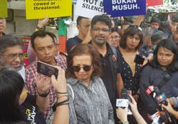 Marina, 14 other activists arrive at police HQ for questioning