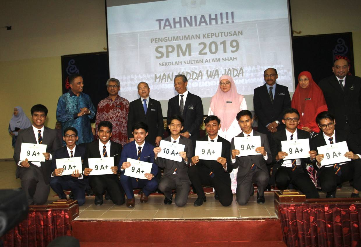 Congrats On Your Spm Results Muhyiddin Makes Surprise Visit To School The Star