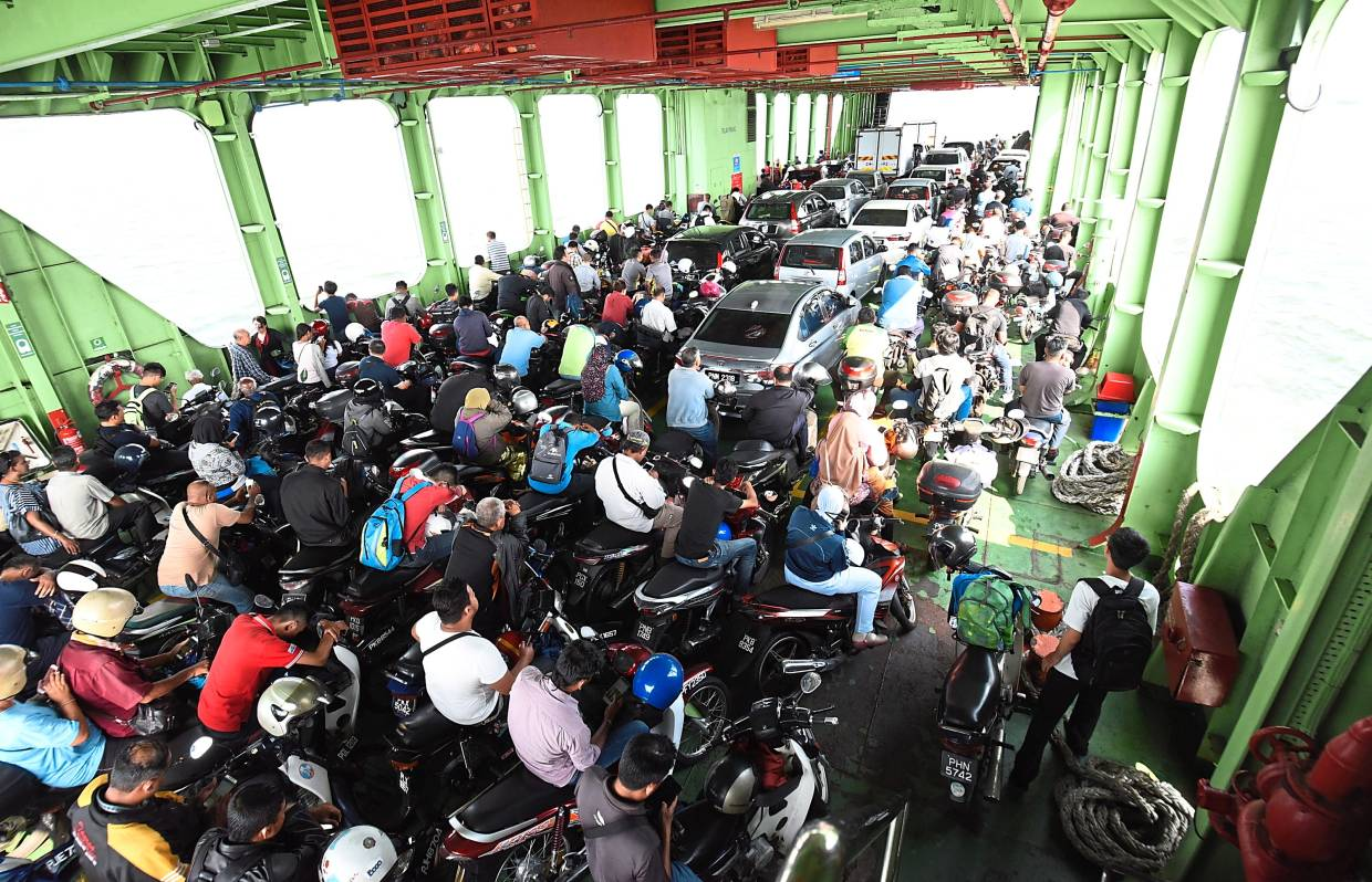 When the ferry is crowded during rush hours, it is hard to escape the foul smell of cigarette smoke, says a passenger when interviewed. – Filepic
