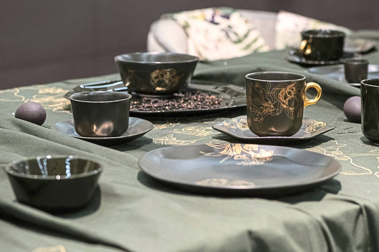 Dark tones are becoming increasingly fashionable again, often in combination with gold accents.