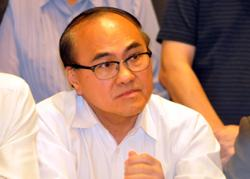 PKR defector Dr Chong sworn into Johor exco team