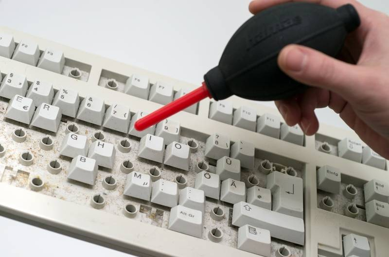 With mechanical keyboards, the keys can be removed, making it is easier to reach the underlying dirt. The keys you remove can even be cleaned in the dishwasher. — Andrea Warnecke/dpa